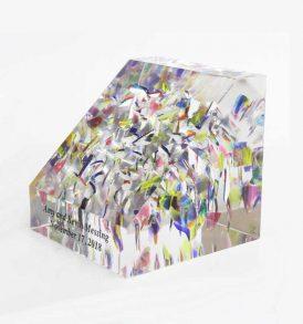slanted-lucite-wedding-cube-side